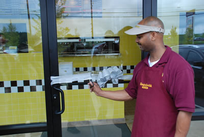 27-hungry-howies-ribbon-cutting